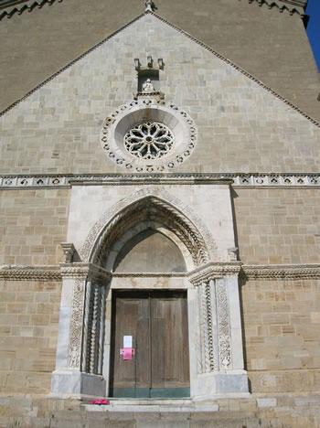 Portale e rosone della facciata (foto N. Musmeci))