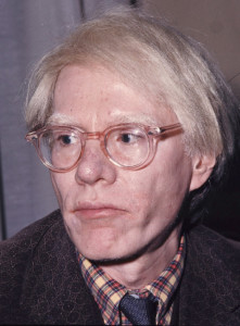 Andy Warhol in una foto del 1975