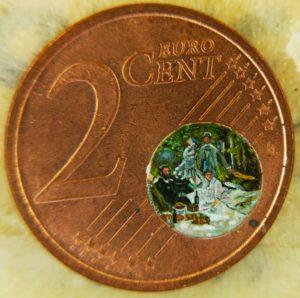 La Colazione sull'erba di Monet, realizzata dentro una moneta da due centesimi.