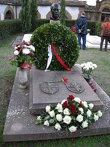 La tomba di Pietro Annigoni