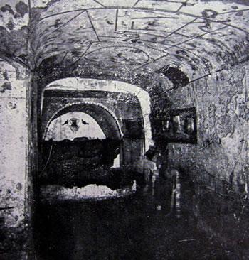 Tomba con arcosolio e cubicolo (Cimitero di Diomitilla, Roma)