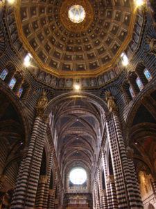 Navata centrale e cupola del duomo di Siena