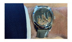 Stefano Busonero: Un orologio da polso con il quadrante dipinto con una riproduzione delle Tre Grazie di Botticelli